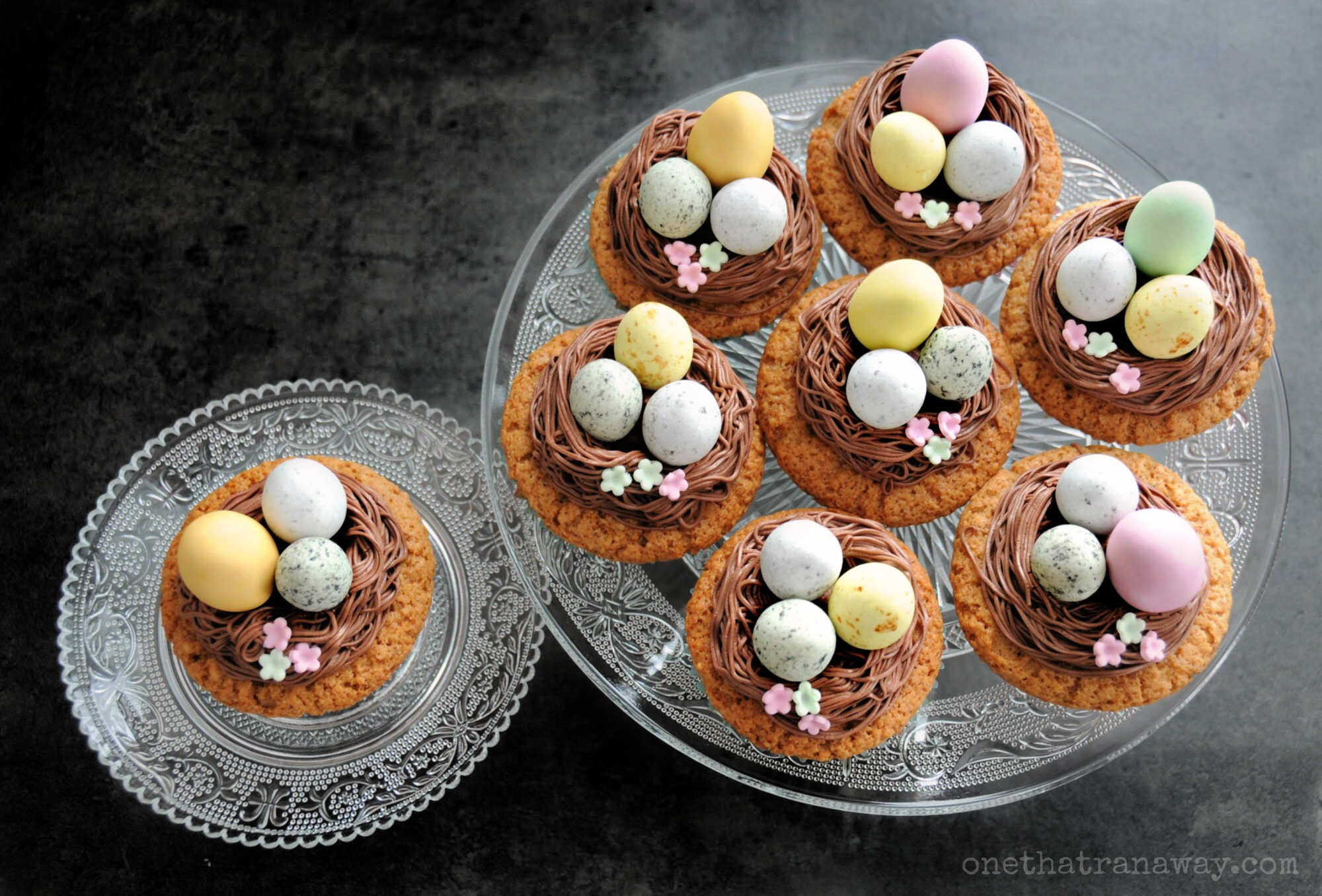 last minute easter nest cupcakes on glass plates