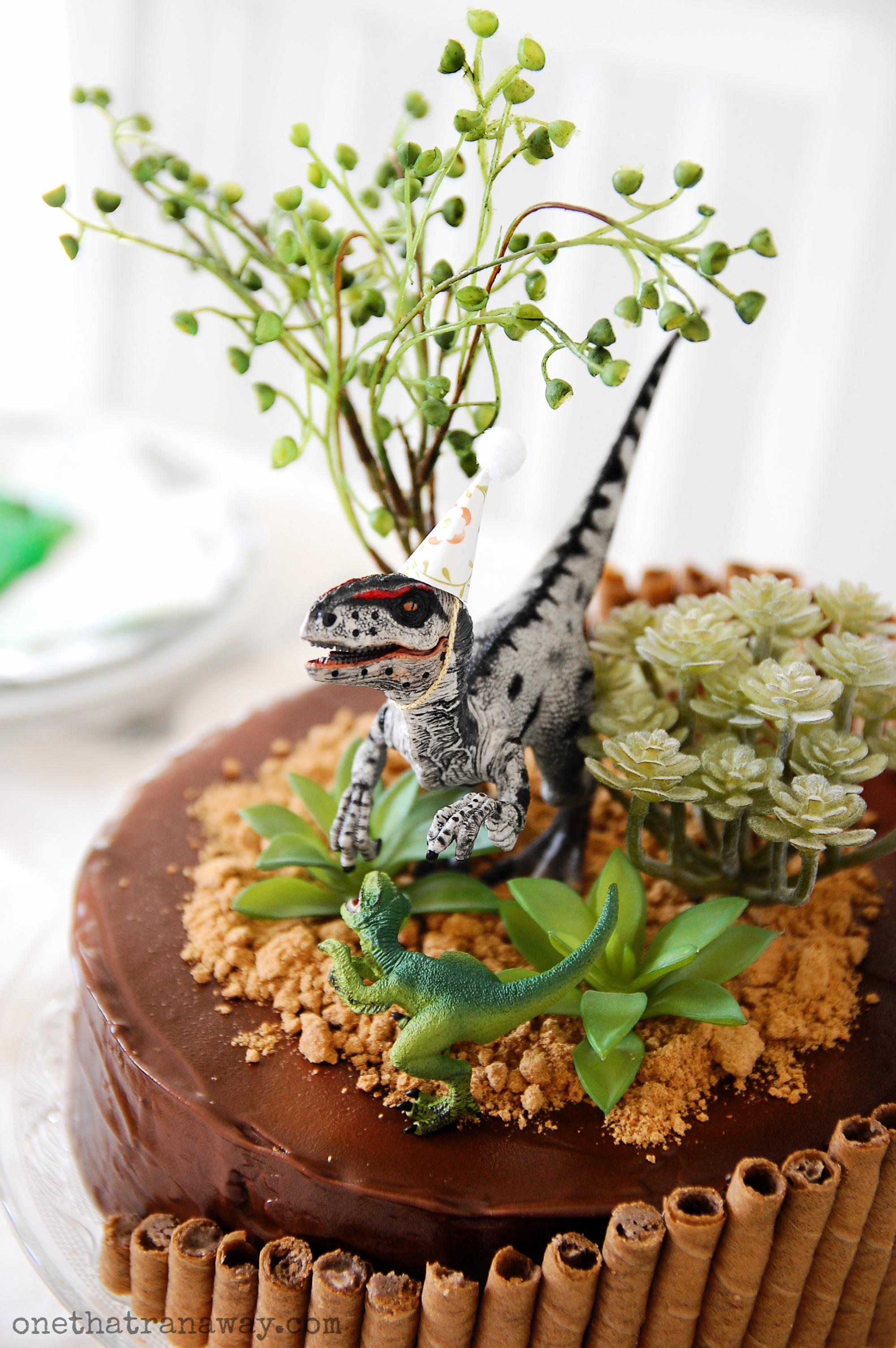 velociraptor birthday party cake
