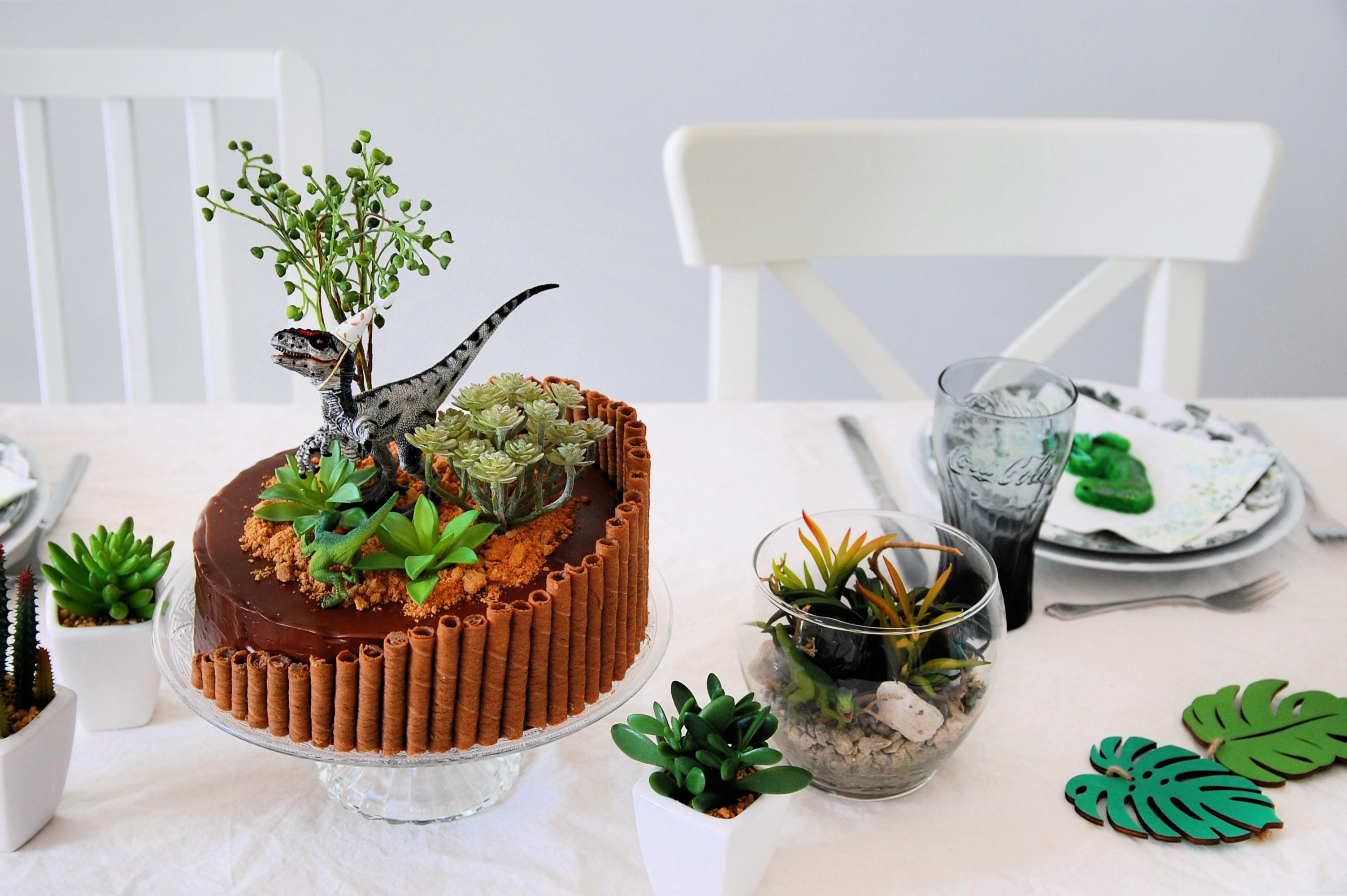 birthday table with velociraptor birthday party cake
